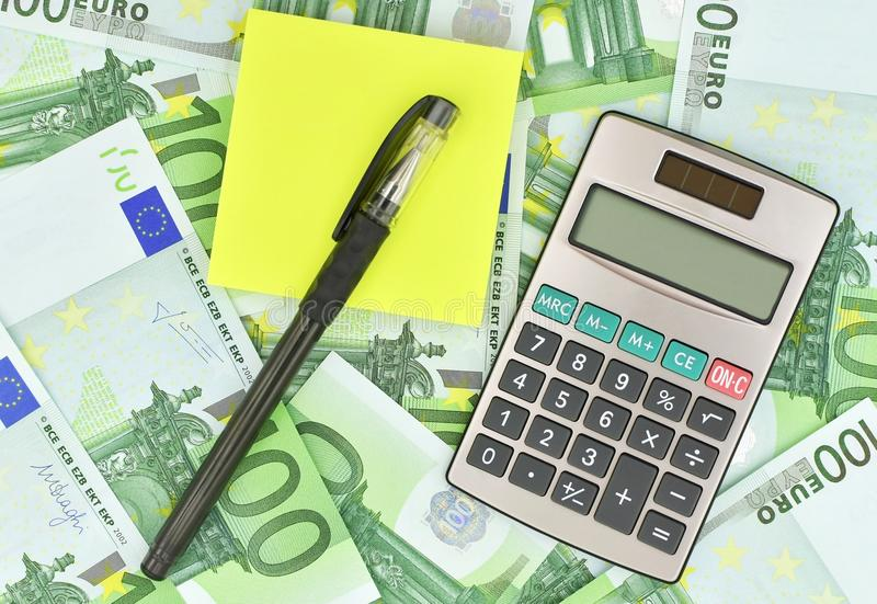 Calculator, pen, notadocument en euro geld royalty-vrije stock afbeelding