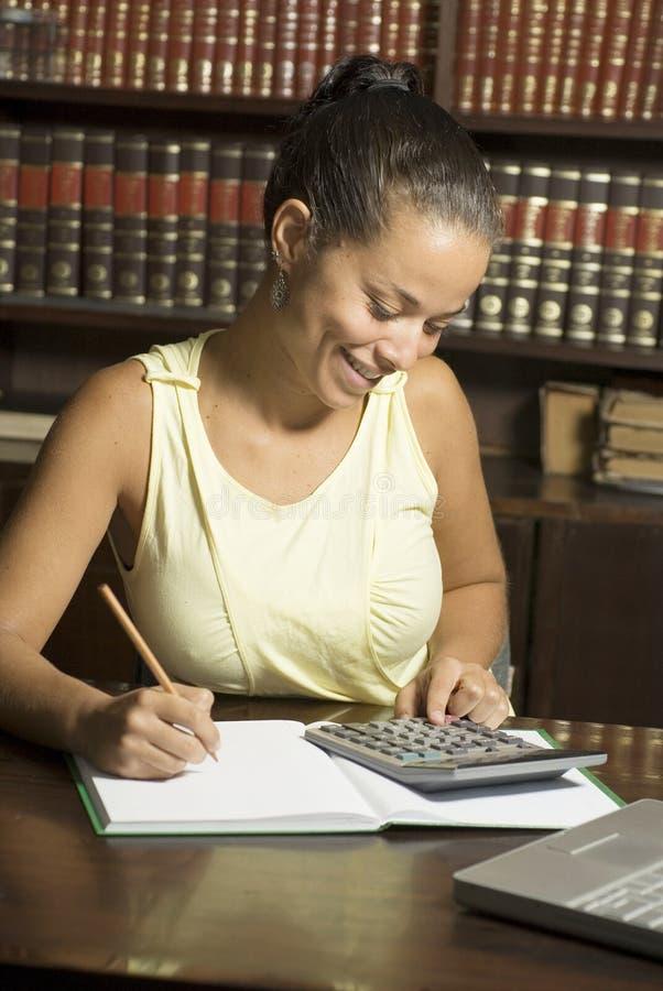 calculator woman στοκ φωτογραφίες με δικαίωμα ελεύθερης χρήσης