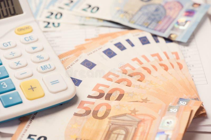 Calculatrice et argent d'euro images stock
