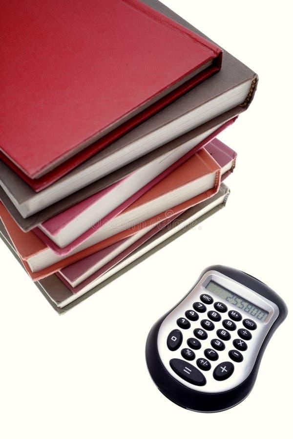 Calculatrice et livres photo stock