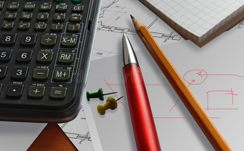 Calculatrice rouge de fond de stylo d'affaires photographie stock