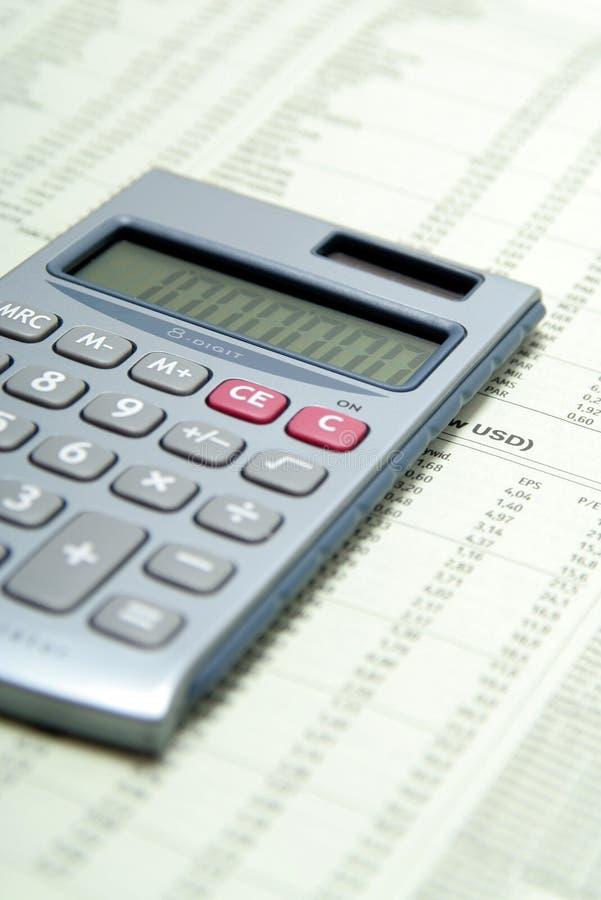 Calculatrice sur le papier financier images libres de droits