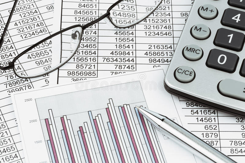Calculatrices et statistk image libre de droits