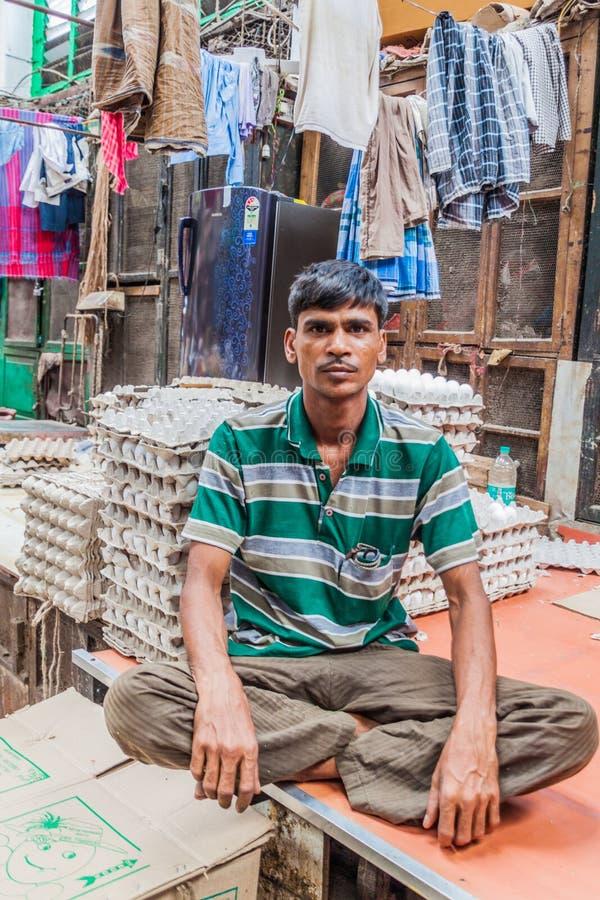 CALCUTTA, INDIA - 31 OTTOBRE 2016: Venditore dell'uovo al nuovo mercato in Calcutta, Ind fotografia stock libera da diritti