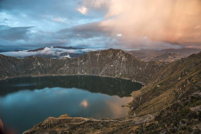 Caldeira de Quilotoa et lac, les Andes, Equateur photos stock