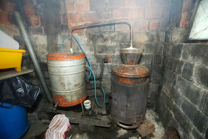 Caldeiras de Destillery para fazer a aguardente imagens de stock