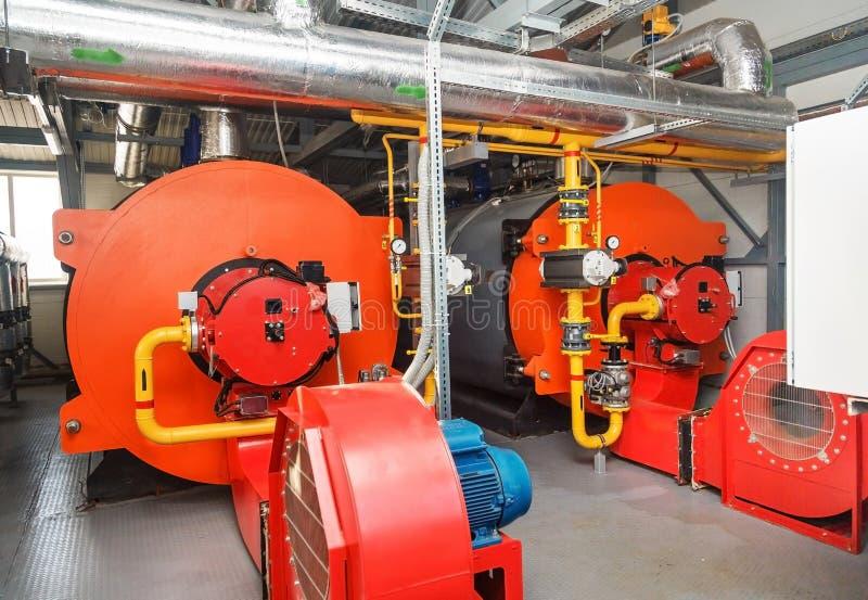 Caldeiras de gás na sala de caldeira do gás para a produção do vapor imagem de stock
