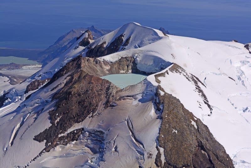 Caldera λίμνη σε ένα ενεργό ηφαίστειο στοκ φωτογραφία με δικαίωμα ελεύθερης χρήσης