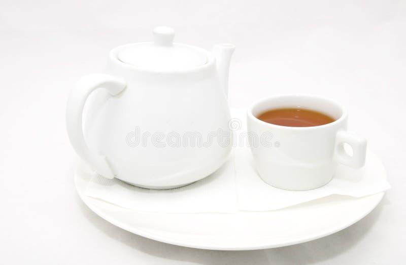 Caldera con té y una taza fotografía de archivo