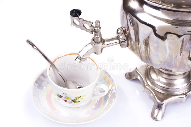 Caldera de té y taza de té rusas tradicionales fotografía de archivo