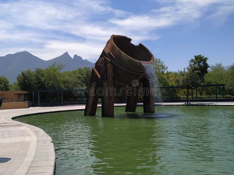 Caldera de parque Fundidora con cerró al fondo stock photography