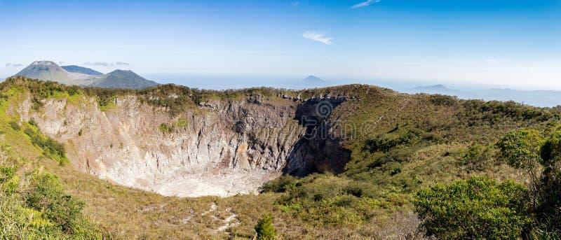 Caldera van Mahawu-vulkaan, Sulawesi, Indonesië stock afbeelding