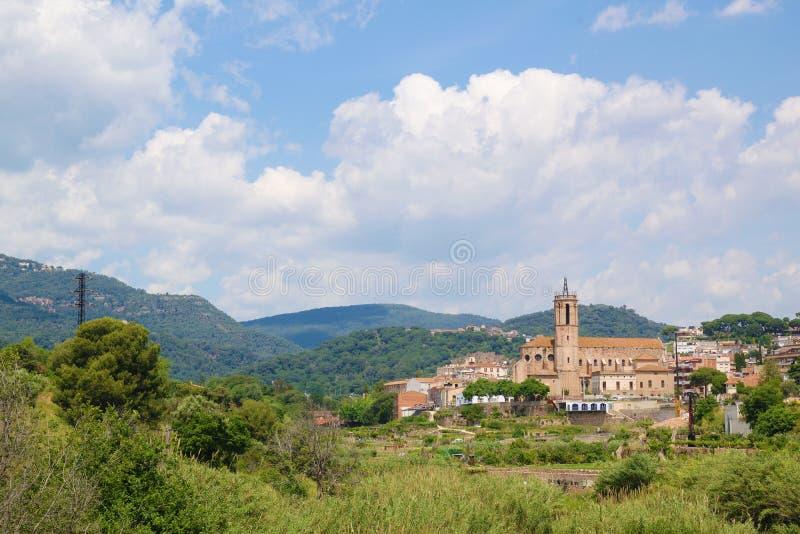 Caldes de Montbui, pueblo del campo al lado de Barcelona, Cataluña Arte románico y destino termal espacio vacío de la copia fotografía de archivo libre de regalías