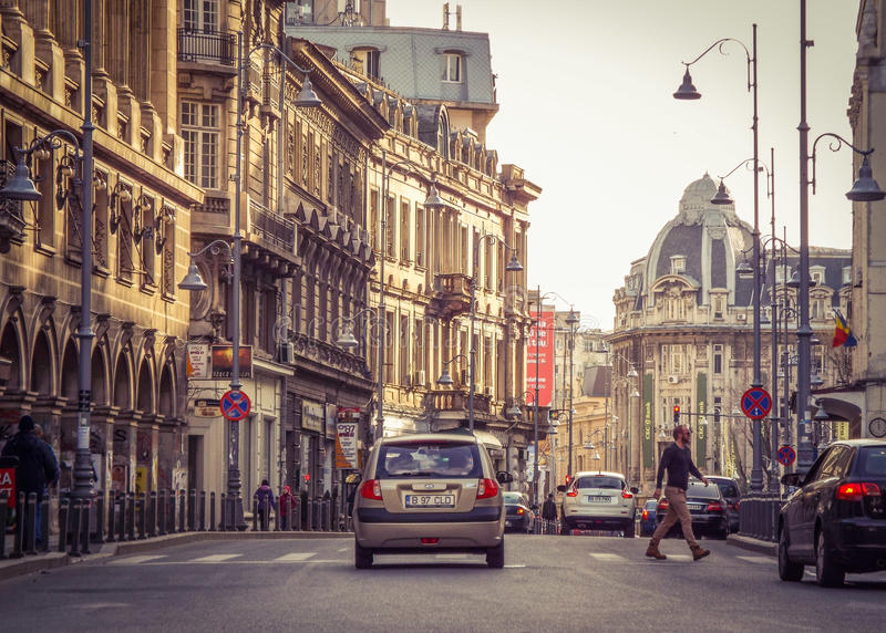 Calea Victoriei, Bucharest gammal arkitektur royaltyfria bilder