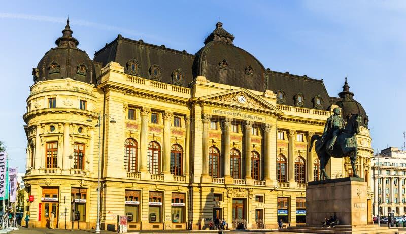 Calea Victoriei, La Biblioteca Nacional y la estatua ecuestre de Carol I en Bucarest, Rumania, 2019 fotos de archivo libres de regalías
