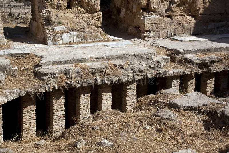 Calefacci n por el suelo romana foto de archivo imagen de sistema romano 16292346 - Calefaccion por el suelo ...