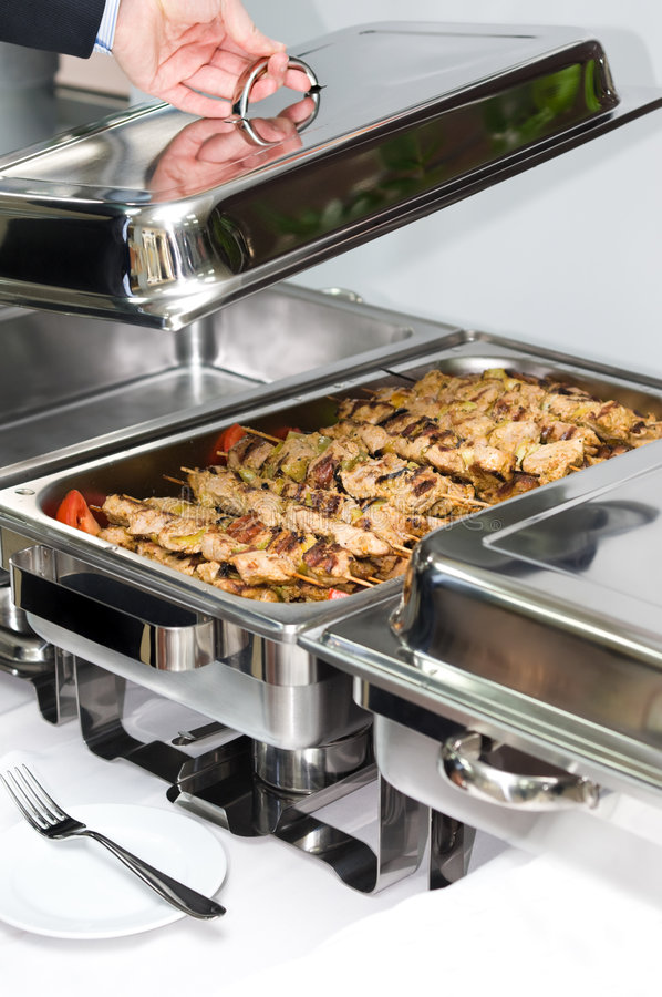 Calefator do prato de aquecimento por atrito com carne grelhada fotografia de stock royalty free