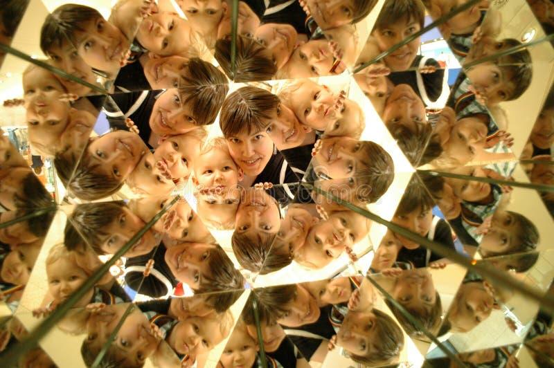 Caleidoscopio. Riflessione della gente. fotografie stock libere da diritti