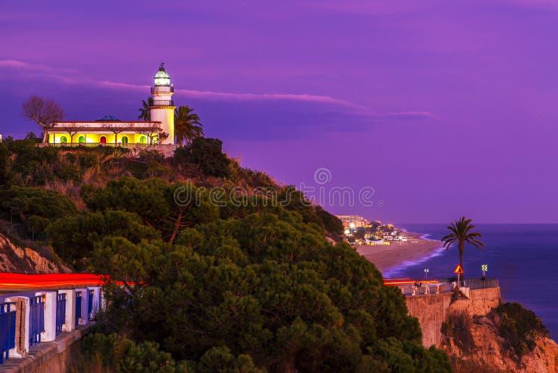 Calella-Leuchtturm auf der Mittelmeerküste stockbild