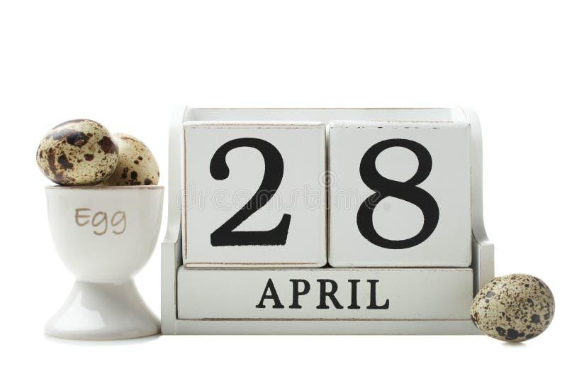 Calendário com data de ovos do 28 de abril e de codorniz foto de stock royalty free