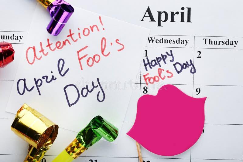 Calendário de abril com inscrição imagens de stock royalty free