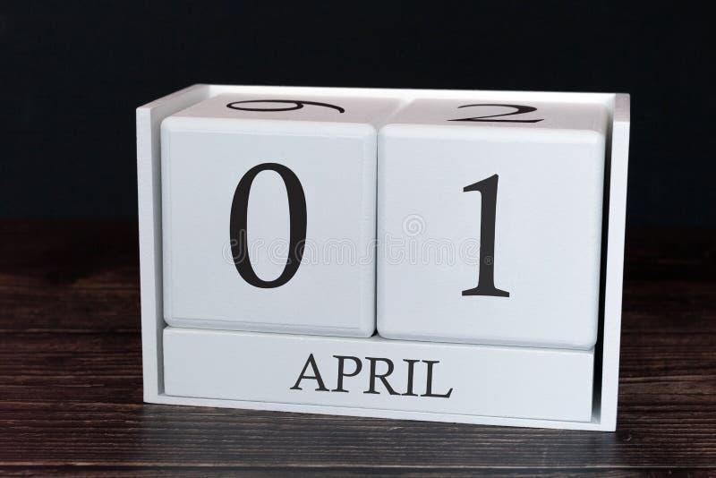 Calendário do negócio para abril, primeiro dia do mês Data do organizador do planejador ou conceito da programa??o dos eventos fotos de stock royalty free