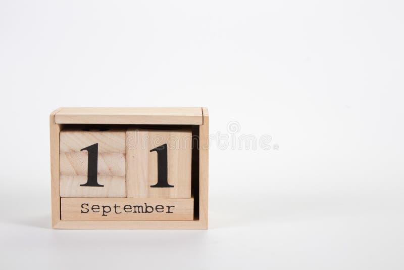 Calendário o 11 de setembro de madeira em um fundo branco fotos de stock