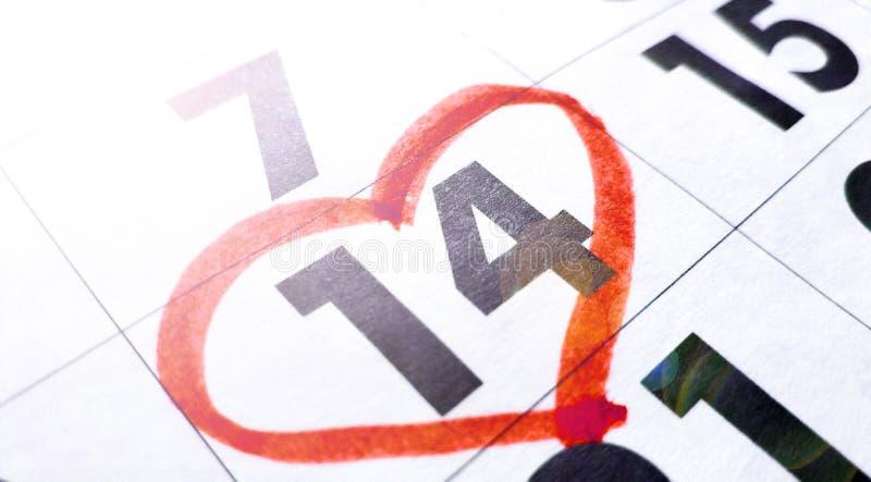 Calendário vermelho do número do coração o 14 de fevereiro - Valentim e conceito do dia do amor imagens de stock