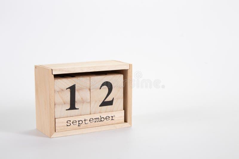 Calend?rio o 12 de setembro de madeira em um fundo branco imagens de stock royalty free