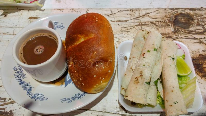 Calenda San Pedro Een maaltijd in Oaxaca, Mexico stock afbeeldingen