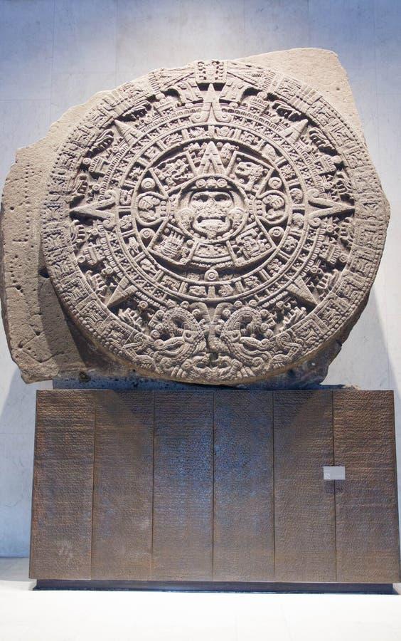 Calendario azteco antico in museo di antropologia nel Messico fotografie stock
