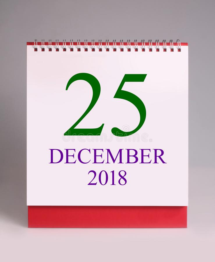 Calendario de escritorio simple para la Navidad Le deseamos un Año Nuevo llenado de maravilla, de paz, y del significado imágenes de archivo libres de regalías
