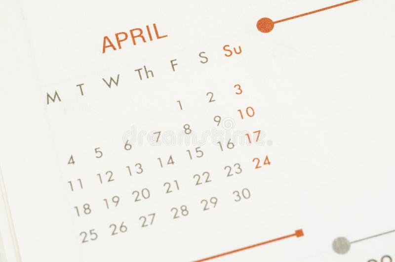 Calendario de papel con el mes de abril del texto imagen de archivo libre de regalías