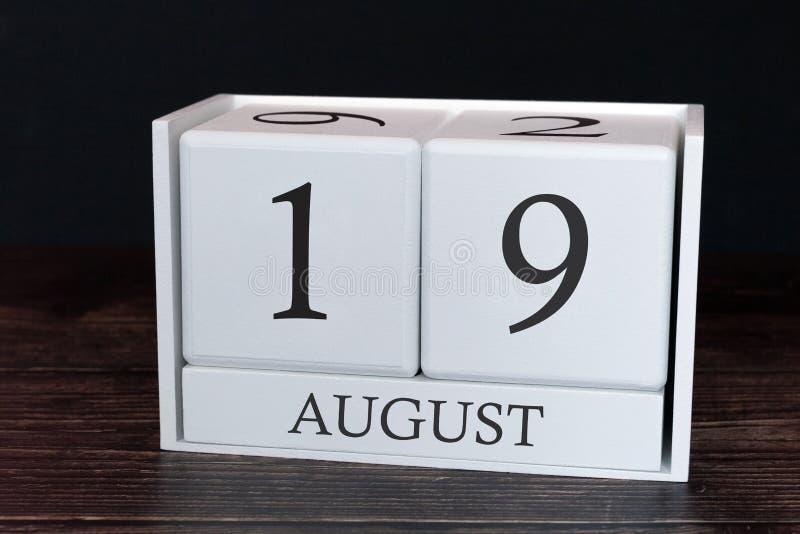 Calendario del negocio para agosto, diecinueveavo día del mes Fecha del organizador del planificador o concepto del horario de lo foto de archivo
