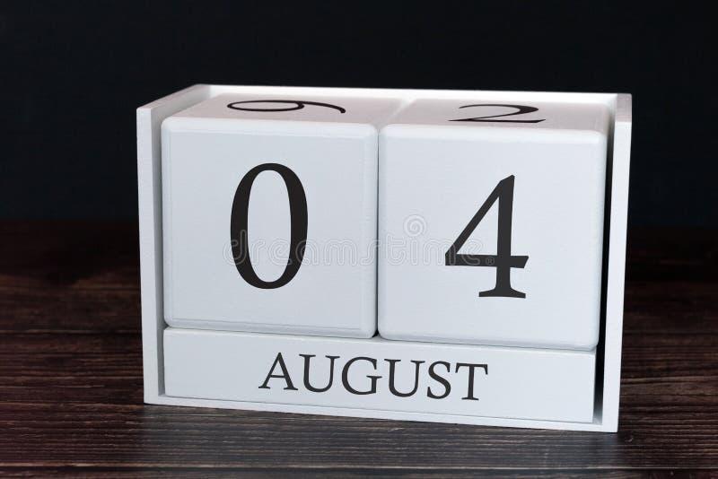 Calendario del negocio para agosto, 4to día del mes Fecha del organizador del planificador o concepto del horario de los aconteci imagenes de archivo