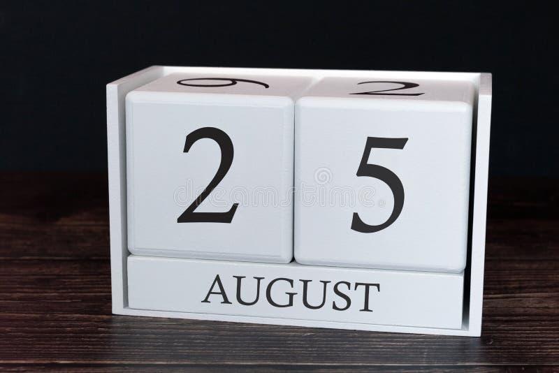 Calendario del negocio para agosto, 25to día del mes Fecha del organizador del planificador o concepto del horario de los acontec fotografía de archivo libre de regalías