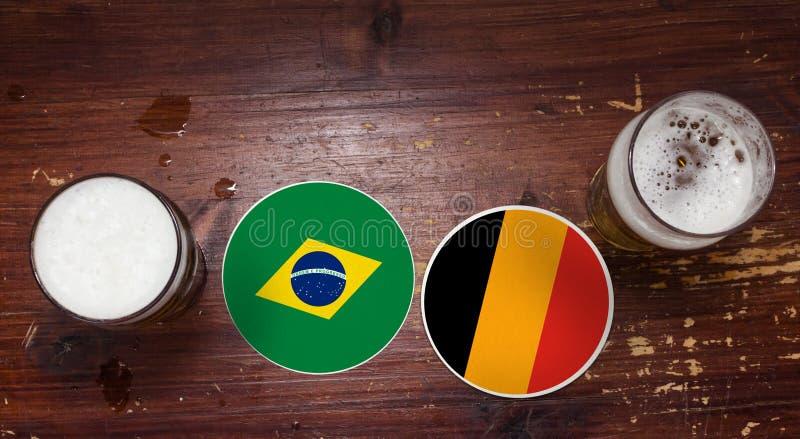 Calendario del partido del mundial 2018, cerveza Mats Concept Flyer Background El Brasil contra bélgica fotos de archivo