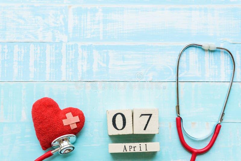 Calendario di blocco di legno per il giorno di salute di mondo, il 7 aprile fotografia stock libera da diritti