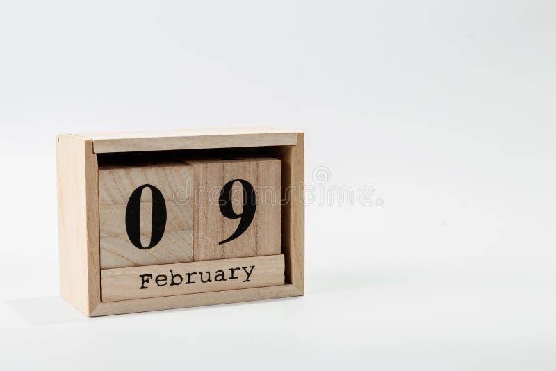 Calendario 9 febbraio di legno su un fondo bianco immagine stock libera da diritti