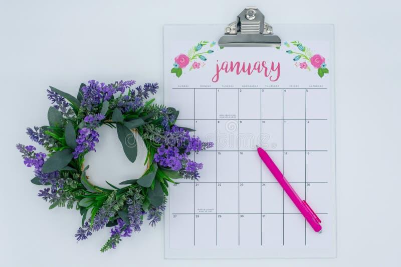 Calendario ligero y brillante de enero - nuevo comienzo por un Año Nuevo fotografía de archivo
