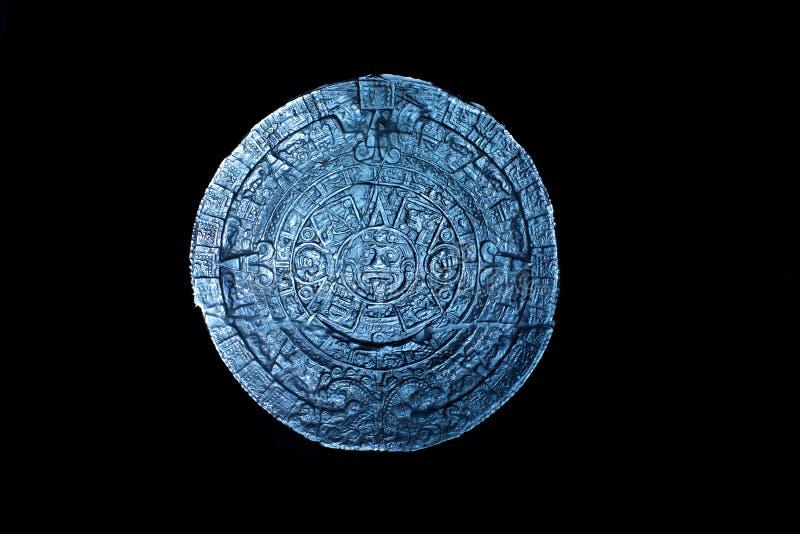 Calendario maya en negro fotos de archivo