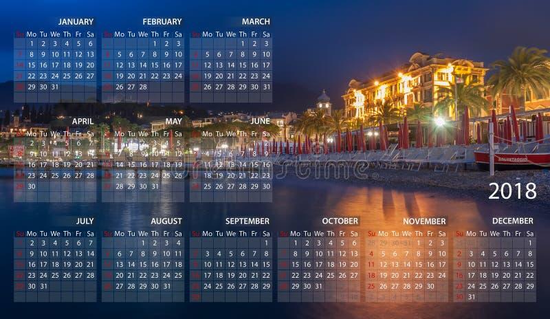 Calendrier 2018 en anglais Débuts de semaine dimanche Village de Portofino Santa Margherita Ligure par nuit en Italie illustration de vecteur