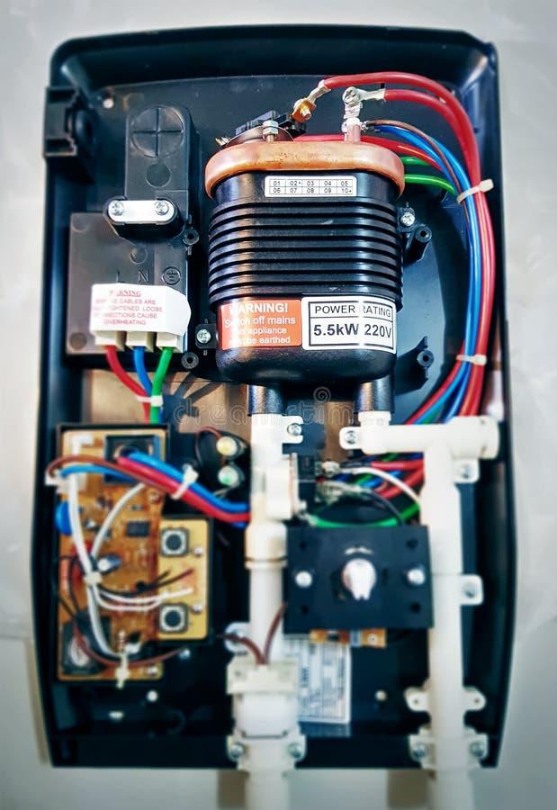Calentador de agua para regar con el foco selectivo foto de archivo