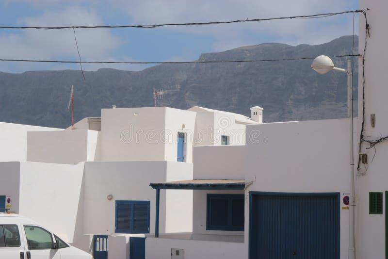 Caleta de Famara σε Lanzarote, Κανάρια νησιά, Ισπανία στοκ εικόνες