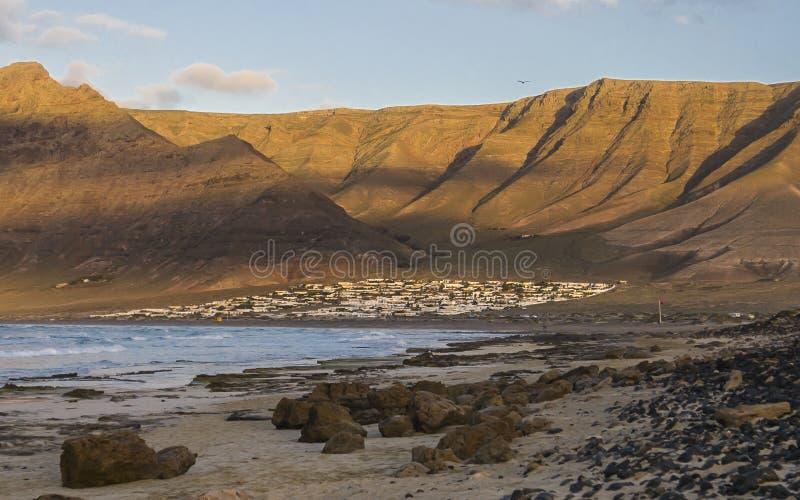 Caleta De Famara Beach, Lanzarote, Spagna fotografia stock libera da diritti