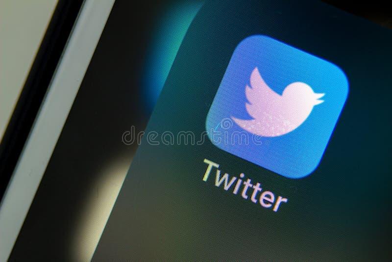 Calgary, Alberta 12.12.2019 Nahaufnahme der Twitter-App Twitter-Trends, die in diesem Jahr am beliebtesten waren Illustrativ lizenzfreie stockfotos