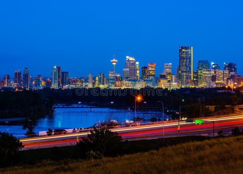 Calgary, Canadá na noite imagem de stock