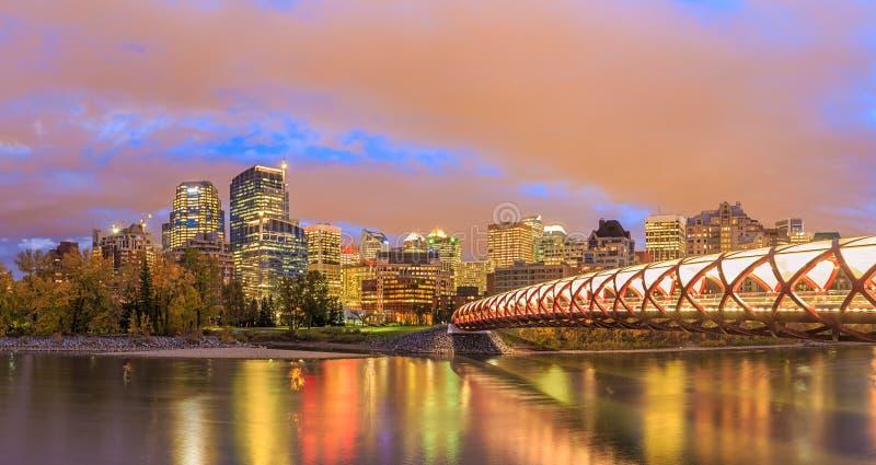 Calgary en la noche, Alberta, Canadá foto de archivo libre de regalías