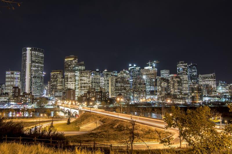 calgary i stadens centrum natt royaltyfria foton