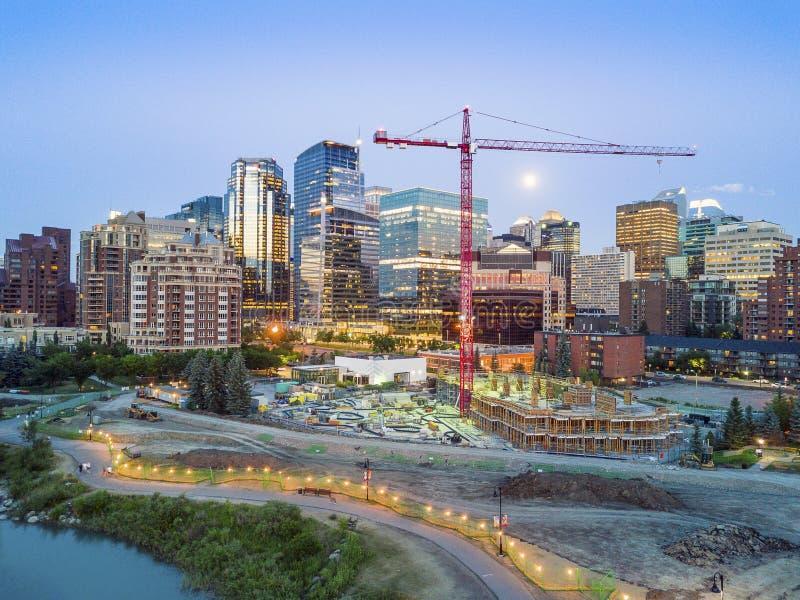 Calgary im Stadtzentrum gelegen am Abend, Alberta, Kanada stockfoto